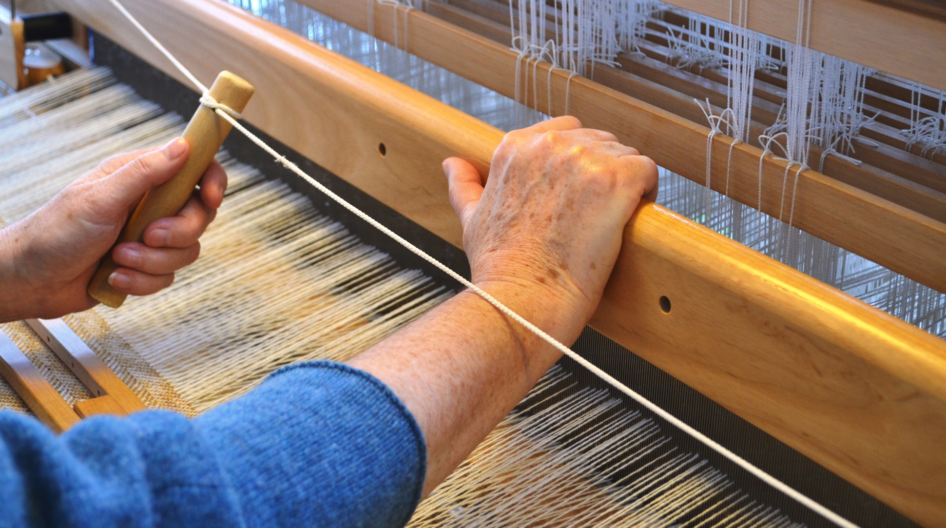 Weaving a lambswool throw