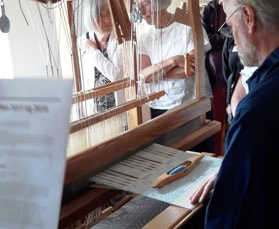 Weaver Flemming Grundtvig Lundholm - Weaving damask on an ordinary handloom