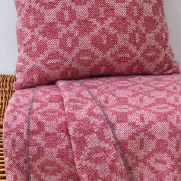 Moroccan tiles throw and cushion in kilim pink