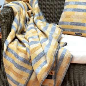 Lineal throw with Lineal Opposites cushion