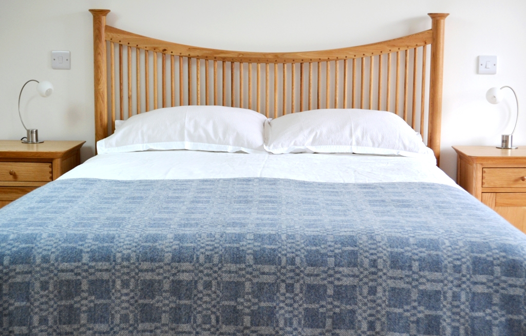 Coverlet throw (reverse) in soft blue